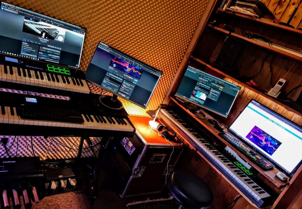 Studioansicht - Computer und Keyboards